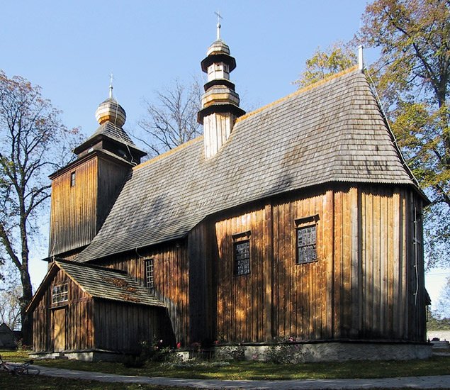 The wooden church in Paczółtowice (October 2001)