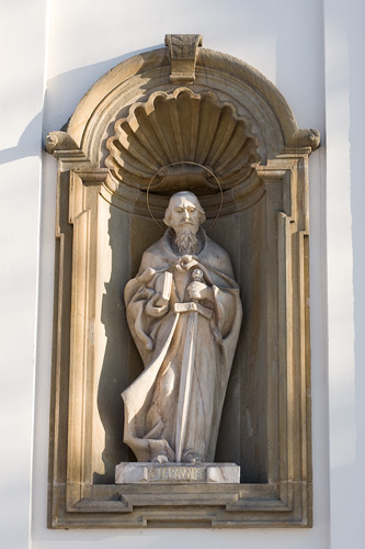 Church in Nowy Wiśnicz: a statue of St. Paul on the facade