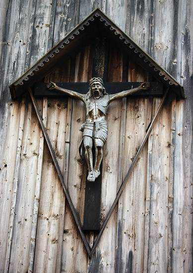 A crucifix on the front wall of the church in Mętków