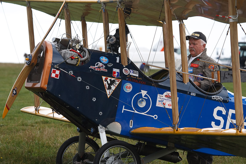 6th International Air Show Bielsko-Biała 2009: pilot Marek Szufa and his Curtiss Jenny biplane