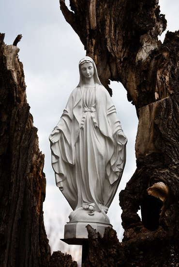 A statue of Holy Mary near the church in Morawica
