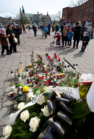 April 10, 2010: first candles by the Katyn cross