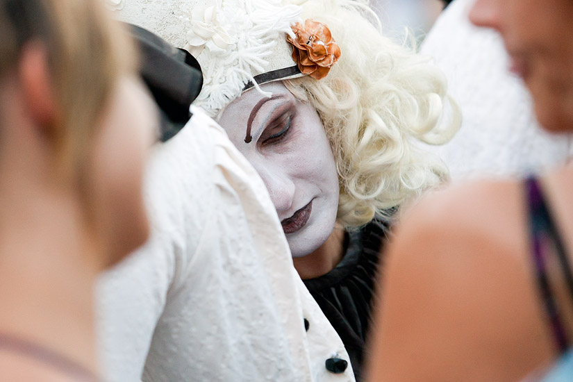 "23rd International Street Theatre Festival in Kraków: ""Moonstruck Pierrot"" by the Masca Theatre from Romania"