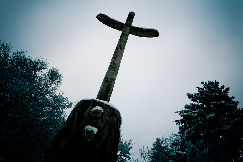 A wooden cross above Sucha Przełęcz