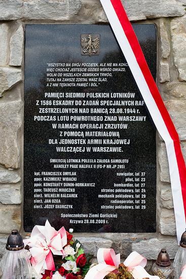 The plaque on the airmen memorial in Banica