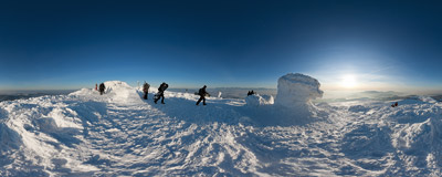 Winter afternoon on the summit of Babia Góra (1725 m).  Click to view this panorama in new fullscreen window
