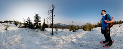 On the trail below the summit of Czyrniec (1328 m) in the Beskid Żywiecki mountain range.  Click to view this panorama in new fullscreen window