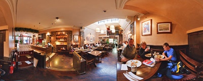 Pacino's: a nice Italian restaurant on Dublin's Suffolk Street, not far from Molly Malone.  Click to view this panorama in new fullscreen window