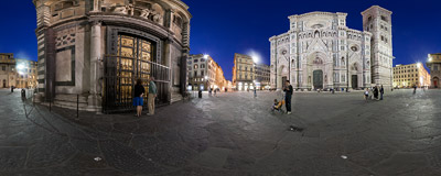 Piazza del Duomo ('Cathedral Square') in Florence, Italy.  Click to view this panorama in new fullscreen window