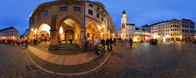 Traditional lantern procession taking place in Görlitz's Lower Market Square on 11th November.  Click to view this panorama in new fullscreen window