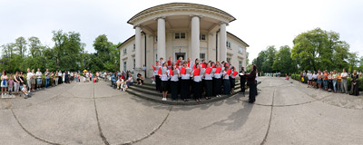 A local choir performing in front of the palace in Igołomia.  Click to view this panorama in new fullscreen window