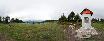 Polana Skalne under the summit of Jasień (1062 m) in the Beskid Wyspowy mountain range.  Click to view this panorama in new fullscreen window