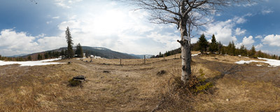 The Klekociny Pass (864 m) in the Beskid Żywiecki mountain range.  Click to view this panorama in new fullscreen window