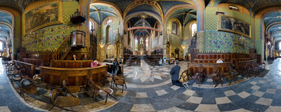 Inside the Franciscan church on Franciszkańska Street in Kraków.  Click to view this panorama in new fullscreen window