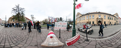 First protesters gathering by the Archbishops' Palace in Kraków to show their disapproval for Cardinal Dziwisz's decision to bury the late President Kaczyński in the Wawel cathedral crypt.  Click to view this panorama in new fullscreen window