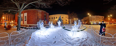 A group of playing angels, part of Christmas decoration in Kraków.  Click to view this panorama in new fullscreen window