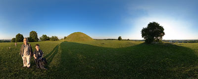 Krakus Mound - legendary grave of Prince Krak, the founder of Kraków.  Click to view this panorama in new fullscreen window