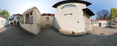 Kraków - a small yard by the Remuh Synagogue on Szeroka Street in Kraków.  Click to view this panorama in new fullscreen window