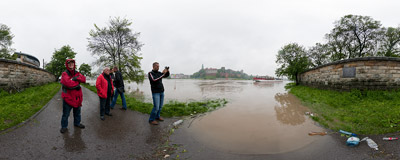May 2010 flood in Kraków: the Vistula river opposite the Wawel Castle.  Click to view this panorama in new fullscreen window