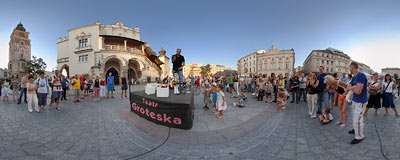 Marionettes - Kraków Main Square.  Click to view this panorama in new fullscreen window