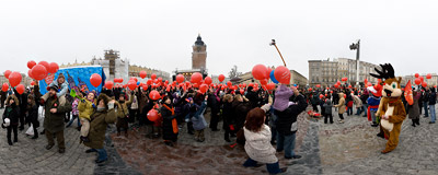 Despite the weather, many families gathered on the Kraków Main Square to see the local finale of the 18th edition of the largest charity event in Poland, Wielka Orkiestra Świątecznej Pomocy ('The Great Orchestra of Christmas Charity').  Click to view this panorama in new fullscreen window
