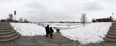 The frozen Vistula river in Kraków.  Click to view this panorama in new fullscreen window