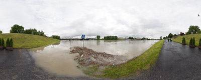 High waters of the Vistula river in Kraków.  Click to view this panorama in new fullscreen window