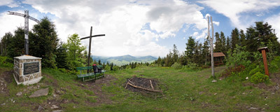 A cross dedicated to Pope John Paul II below the summit of Łopień (951 m) in the Beskid Wyspowy mountain range.  Click to view this panorama in new fullscreen window