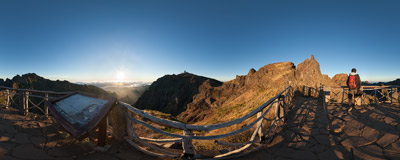 Ninho da Manta ('Buzzard's Nest'): a magnificent viewing point on the trail from Pico de Arieiro to Pico Ruivo on the island of Madeira.  Click to view this panorama in new fullscreen window