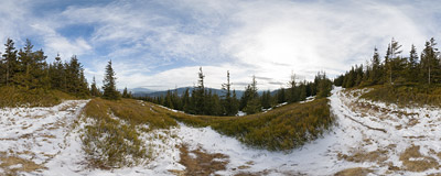 On the trail through Majcherkowa (1355 m), with views of the two highest peaks of the Beskid Żywiecki range: Pilsko and Babia Góra.  Click to view this panorama in new fullscreen window