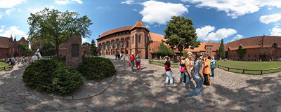 Malbork castle - the courtyard of the Middle Castle.  Click to view this panorama in new fullscreen window