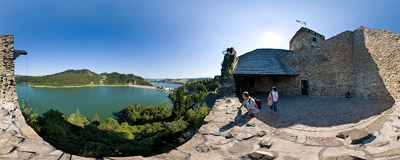 Niedzica castle with Czorsztyn Lake below.  Click to view this panorama in new fullscreen window