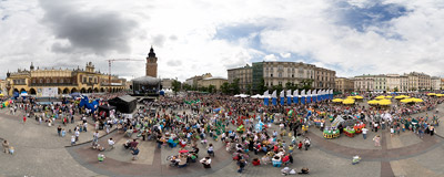 8th Great Dragons' Parade on the Kraków Main Square.  Click to view this panorama in new fullscreen window