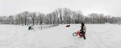 A winter stroll through the Bednarski Park in Kraków's district of Podgórze.  Click to view this panorama in new fullscreen window