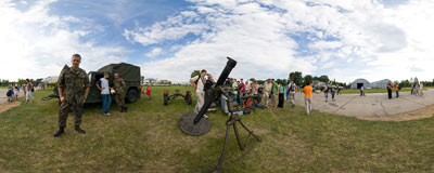 Air Show in Kraków - M-98 mortar.  Click to view this panorama in new fullscreen window