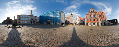 The Town Hall Square (Rātslaukums) in the Riga Old Town.  Click to view this panorama in new fullscreen window