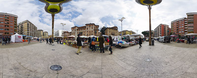 The mother of all Rome bazaars takes place every Sunday from dawn until lunch.  Click to view this panorama in new fullscreen window