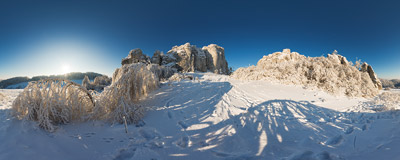 The Słoneczne Skały ('Sunny Rocks') rock area in winter.  Click to view this panorama in new fullscreen window