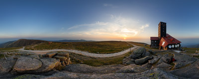 A hazy summer sunset on the main ridge of the Karkonosze mountains near the Śnieżne Kotły TV relay station.  Click to view this panorama in new fullscreen window