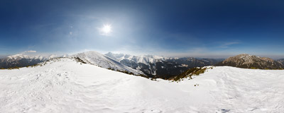 The ridge of Suchy Wierch Ornaczański in the Tatra Mountains, on the trail from Iwaniacka Przełęcz to Ornak.  Click to view this panorama in new fullscreen window