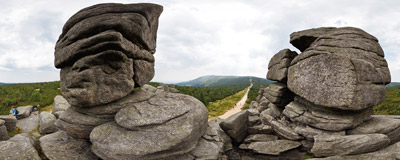 The Trzy Świnki ('Three Little Pigs') granite rock formation in the Karkonosze mountains.  Click to view this panorama in new fullscreen window