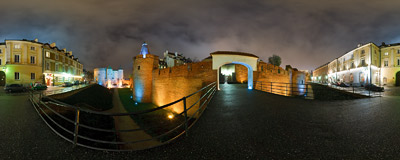 Warsaw Old Town - the Barbican and the city walls, all reconstructed after the World War II.  Click to view this panorama in new fullscreen window