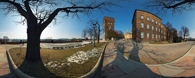 Kraków - Wawel Royal Castle.  Click to view this panorama in new fullscreen window