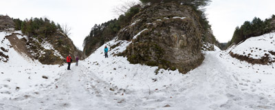 On the trail in Szopczański Gorge, Pieniny Mountains.  Click to view this panorama in new fullscreen window