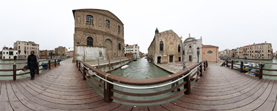 On the bridge leading to the Campo de l'Abazia in the Cannaregio district of Venice.  Click to view this panorama in new fullscreen window