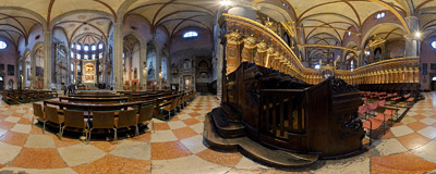 Inside the Frari church in Venice with the famous Titian's Assunta in the main altar.  Click to view this panorama in new fullscreen window