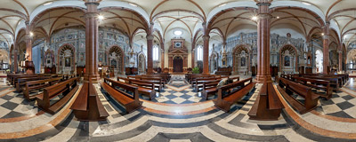 Inside the Duomo di Verona, the cathedral in Verona, Northern Italy.  Click to view this panorama in new fullscreen window