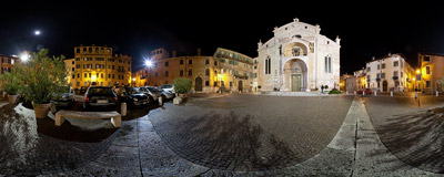 Piazza Duomo, the square in front of the Verona Cathedral, Italy.  Click to view this panorama in new fullscreen window
