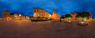 Night on the Market Square in Wrocław.  Click to view this panorama in new fullscreen window